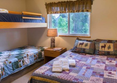 Room you can sty in at Selkirk Lodge at Twinlow Camp and Retreat Center